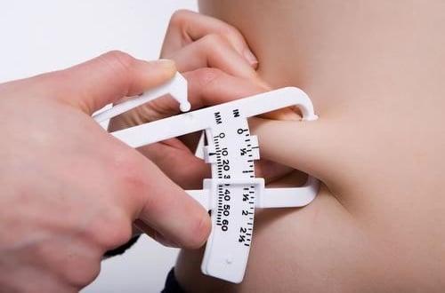 Medição de gordura utilizando adipômetro