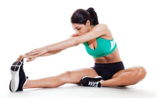 alongamento-mulher-alongando-pernas-e-bracos-barakat
